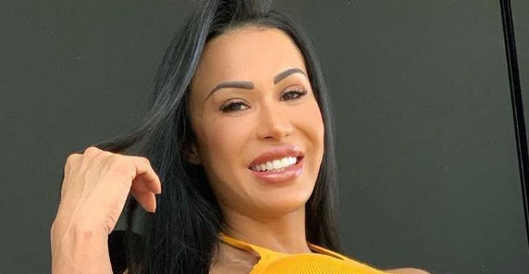 Gracyanne Barbosa elevou a temperatura ao exibir a barriga trincada na web