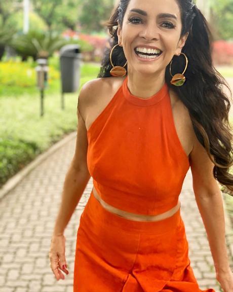 Claudia Ohana mostra look do Encontro