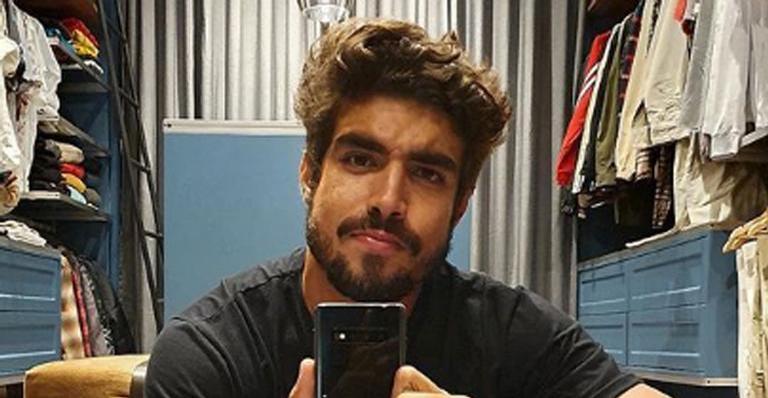 Caio Castro compartilha clique ao lado de Giovanna Lancellotti e brinca: ''Surubão de Noronha''