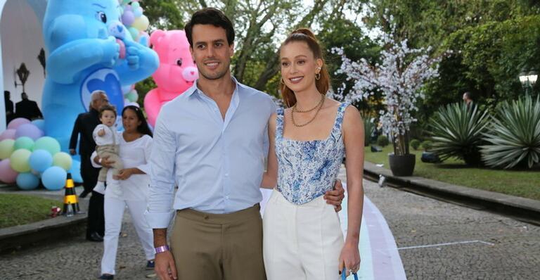 Marina Ruy Barbosa e o marido no aniversário de Zoe