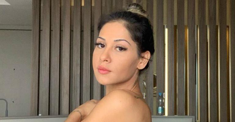 Mayra Cardi resolveu tirar algumas fotos no estilo blogueira, mas acabou passando por perrengues