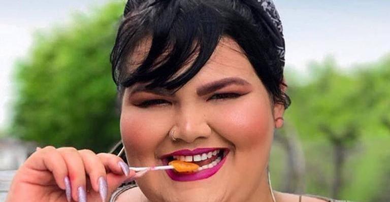 Grávida, bailarina plus size de Anitta sensualiza sem roupa na banheira