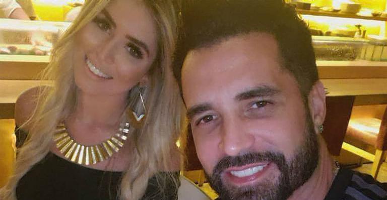 Rafaella Ribeiro aproveitou viagem ao lado do cantor para ostentar a boa forma nas redes sociais; Confira!