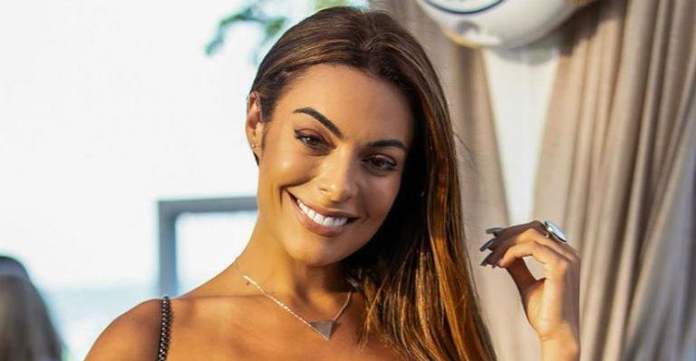 Com 15 kg a menos, ex-BBB Monique Amin posa de biquíni e surpreende seguidores