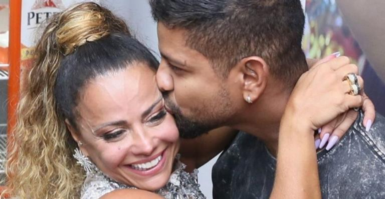 Viviane Araújo curte noitada romântica na companhia do novo amor