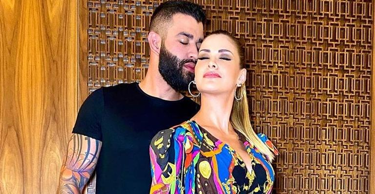 Gusttavo Lima surpreende e prepara jantar romântico no aniversário da esposa