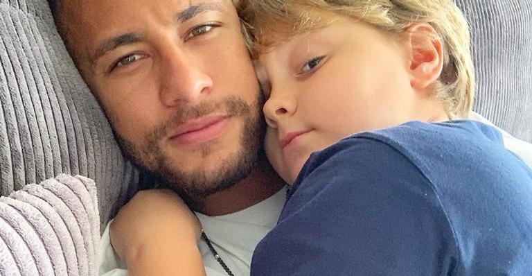 Davi Lucca e Neymar Jr. se divertem realizando desafio famoso na web