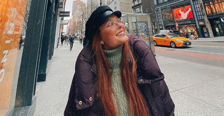 Nos Estados Unidos, Larissa Manoela compartilha foto de biquíni e brinca: ''Saudades do calor''