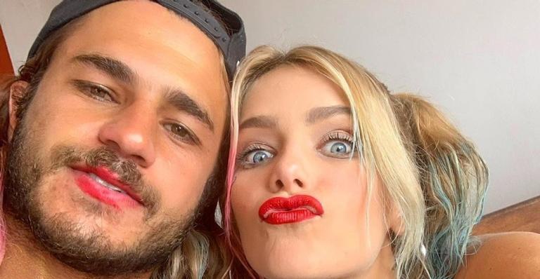 Após reatar o namoro, Isabella Santoni é clicada aos beijos com Caio Vaz