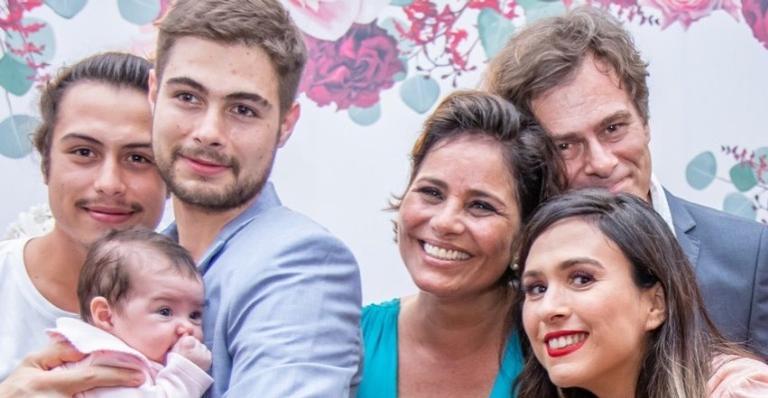 Valeria Alencar esbanja amor pelos filhos, Francisco e Rafael Vitti