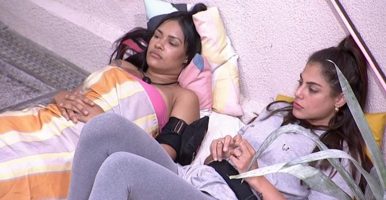 Flayslane reclama das atitudes de Marcela e critica seu grupo