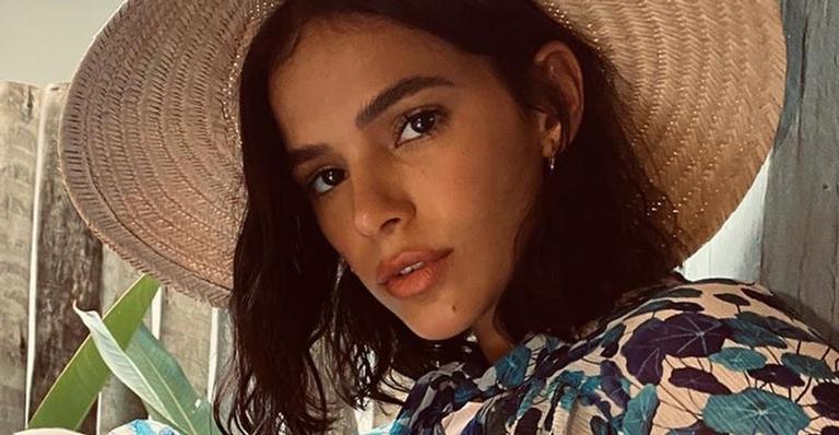 Bruna Marquezine ostenta barriga negativa só de biquíni