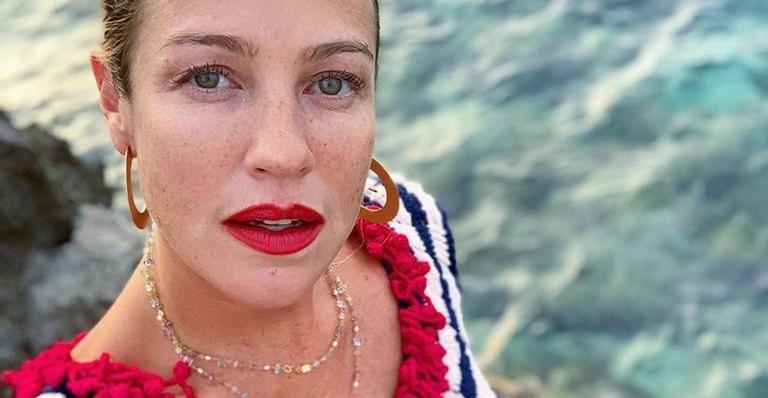 Luana Piovani encanta ao mostrar a filha com look todo colorido
