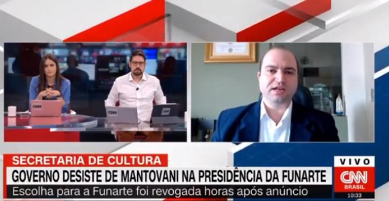 Phelipe Siani defende a namorada Mari Palma ao vivo na CNN Brasil