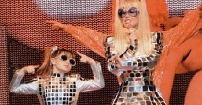 Sasha Meneghel compartilha sequência de fotos antigas para parabenizar Xuxa