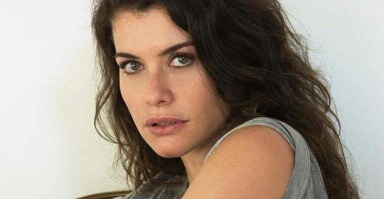 Alinne Moraes esbanjou beleza na internet