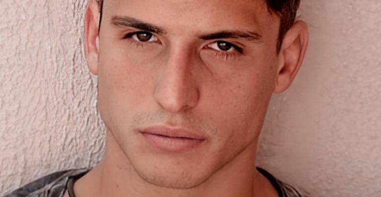 Felipe Prior posa para ensaio fotográfico particular após BBB20 se recusar a publicar suas fotos