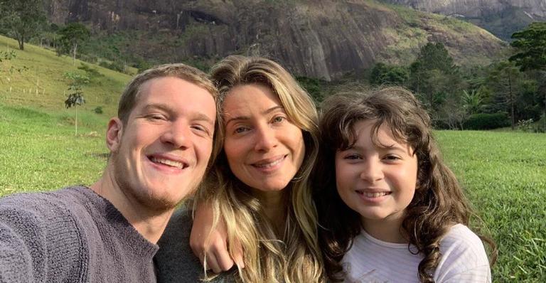 Leticia Spiller encanta ao mostrar momento de cumplicidade entre seus dois filhos