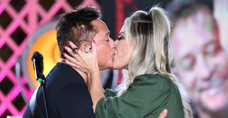 Poliana Rocha diverte web ao compartilhar vídeo de Leonardo brincando sobre vida conjugal do casal