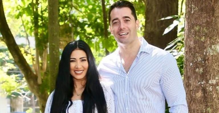 No Dia dos Namorados, Simaria usa as redes sociais para compartilhar foto picante ao lado marido