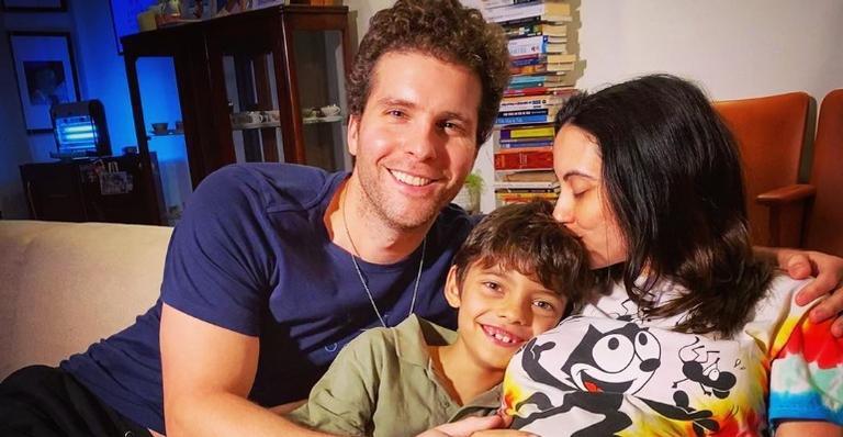 Thiago Fragoso curte momento de serenidade ao lado do filho caçula, Martin