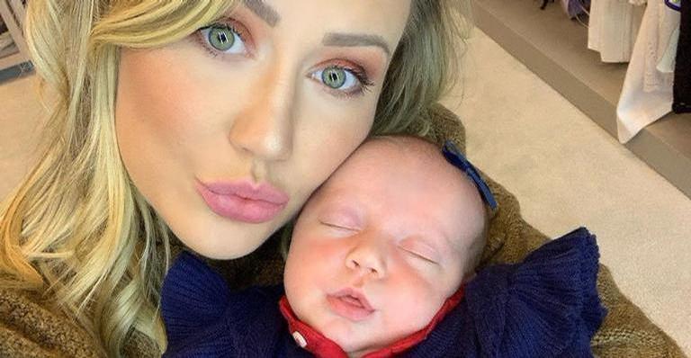 Esposa de Roberto Justus, Ana Paula Siebert compartilha clique com a filha Vicky e encanta a web
