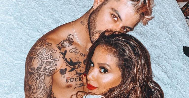 Anitta posa com Gui Araújo e afasta rumores de término
