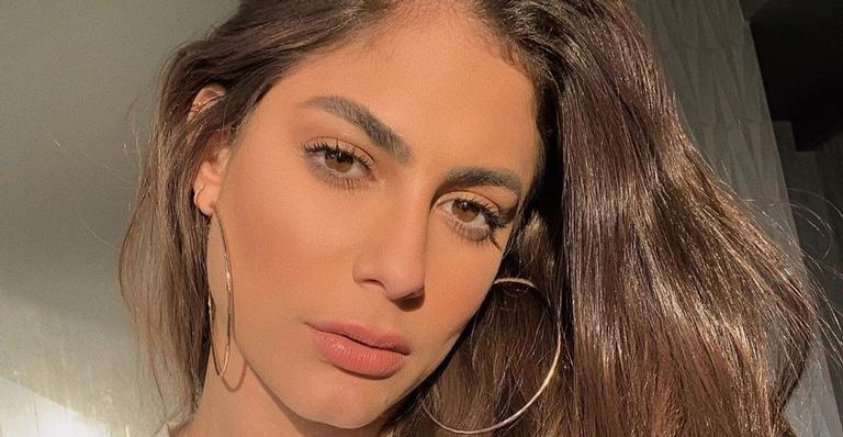 Mari Gonzalez surpreende ao aparecer loira imitando capa de álbum de Lady Gaga