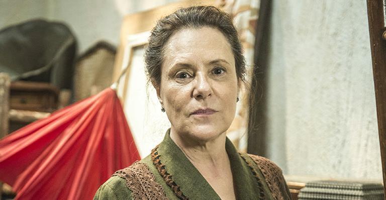 Elizabeth Savalla fará triângulo amoroso em nova novela da Globo