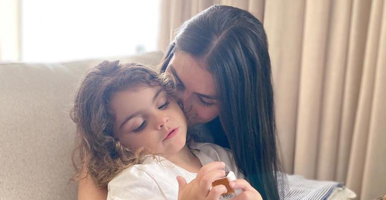Mariana Uhlmann resgata clique da filha Marina ainda bebê