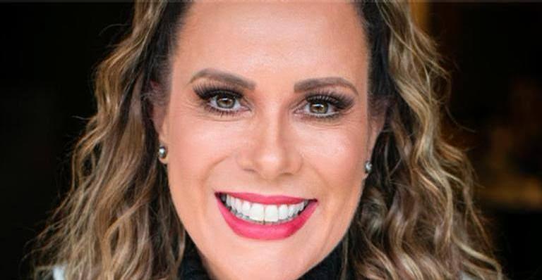 Aos 52 anos, apresentadora Regina Volpato mostrou a boa forma na web