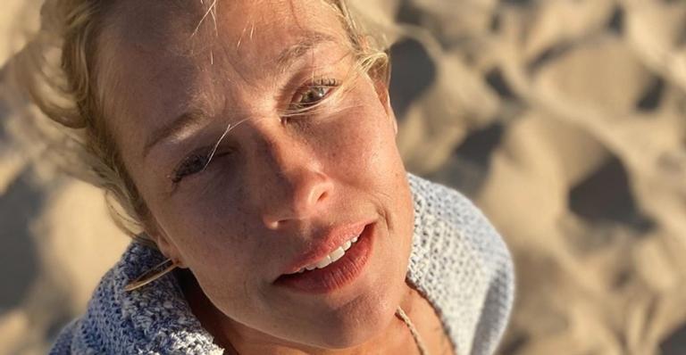Em Ibiza, Luana Piovani ostenta boa forma ao surgir exibindo topless
