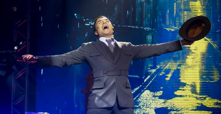 No reality Talentos, Jarbas Homem de Mello encena o famoso musical Cantando na Chuva