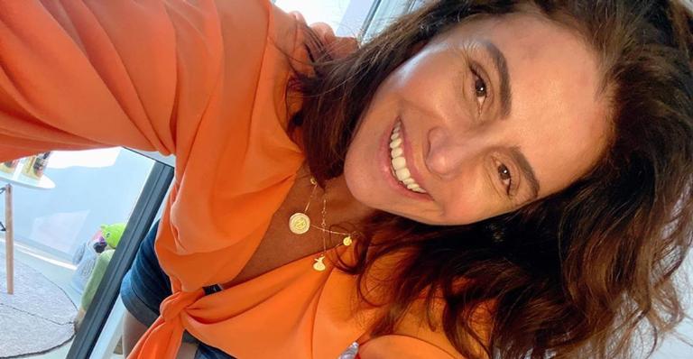 Giovanna Antonelli esbanja estilo ao adotar visual artístico para suas unhas