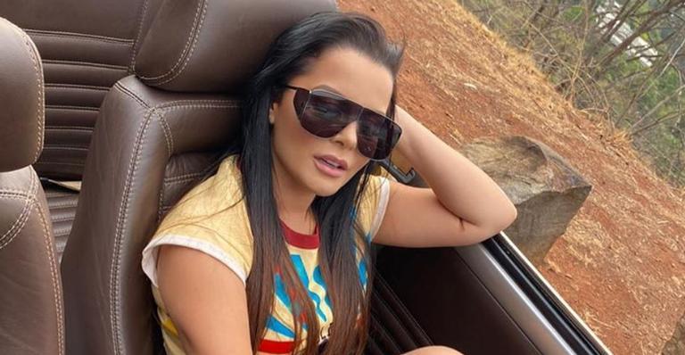 Maraisa encanta internautas após compartilhar clique usando sapato luxuoso