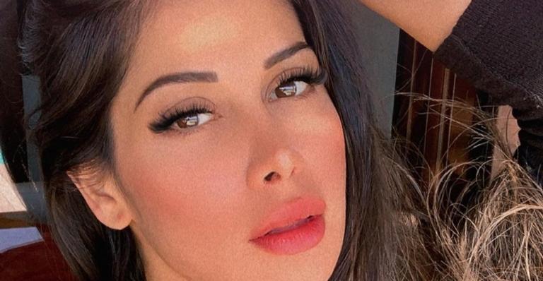 Mayra Cardi posa seminua e deixa web babando em corpaço