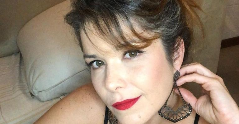 Aos 42 anos, Samara Felippo ostenta boa forma real com look mínimo