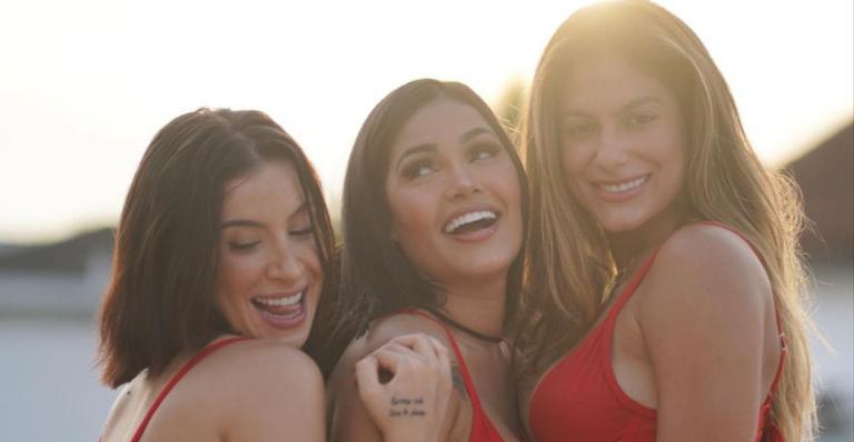 Flay posa com Bianca Andrade e Mari Gonzalez e brinca: ''Sisters in Guarujá''