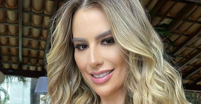 Fernanda Keulla exibe abdômen trincado em foto de biquíni vermelho