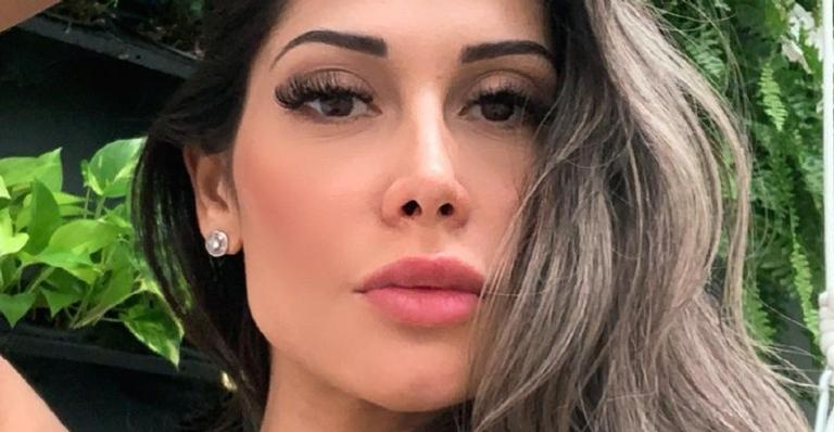 Mayra Cardi usa as redes sociais para compartilhar fotos só de calcinha e recebe chuva de elogios