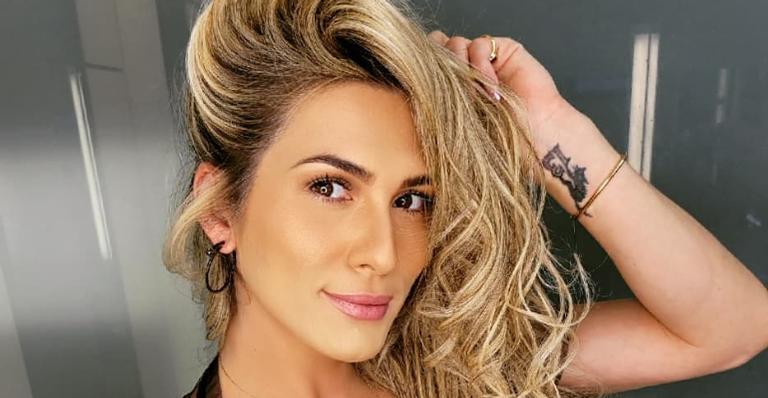 Lívia Andrade deixou seus seguidores babando ao surgir deslumbrante em cliques na praia