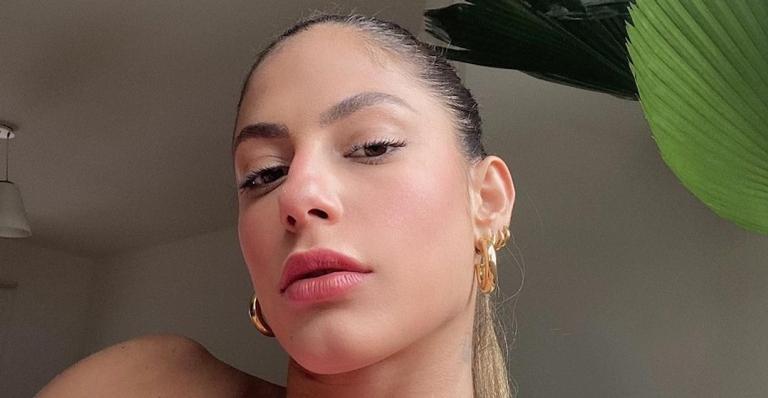 Ex-BBB Mari Gonzalez exibiu corpão ao posar deslumbrante de biquíni