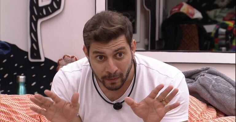 BBB21: Após pedir desculpa para Carla Diaz, Caio dispara sobre a sister: ''Não acredito''