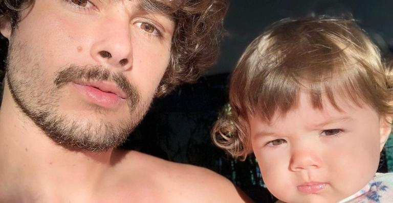 Rafa Vitti compartilha vídeo divertido de Clara Maria e brinca: ''Hora do banho''