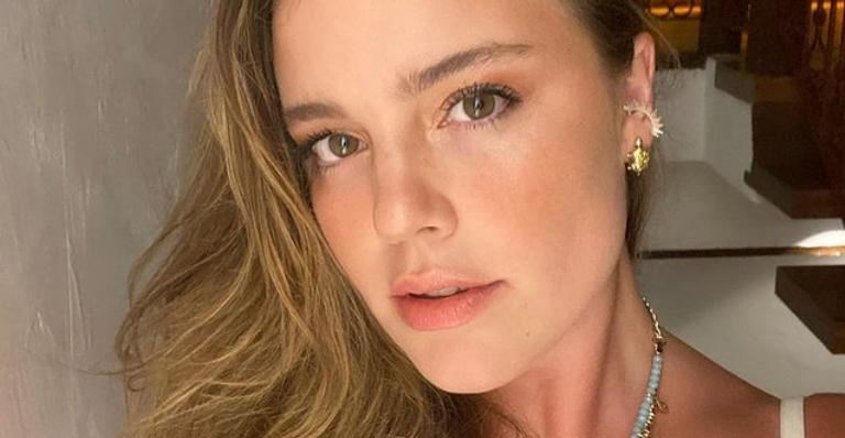 Alice Wegmann encanta internautas com cover de Luiz Gonzada na web