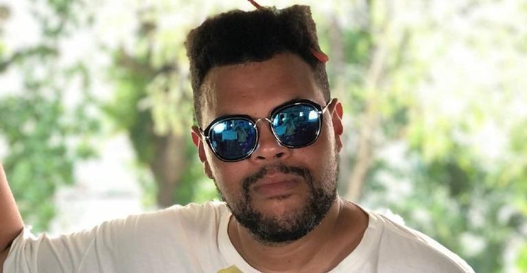 No aniversário de Luiz Carlos, Babu Santana publica vídeo especial e se declara