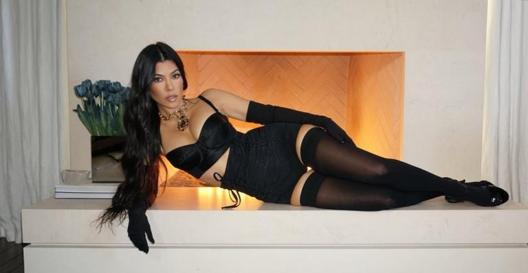Affair de Kourtney Kardashian se declara para socialite e exibe clique ousado!