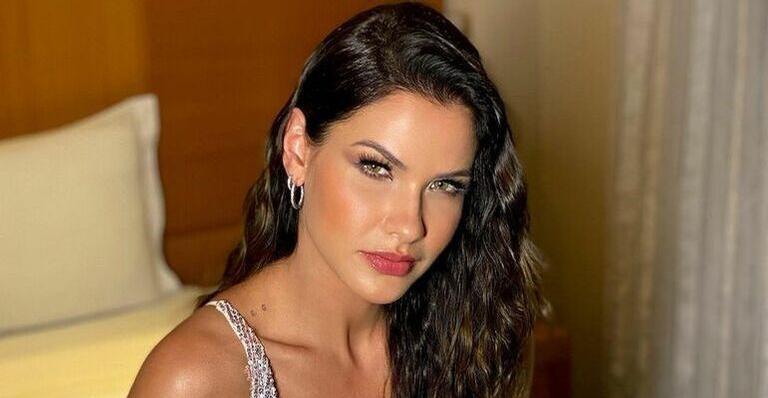 Andressa Suita esbanja beleza em selfie e chama atenção da web