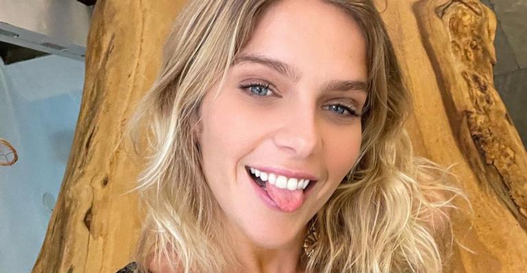 Isabella Santoni recebeu elogios ao exibir toda sua flexibilidade nas redes sociais
