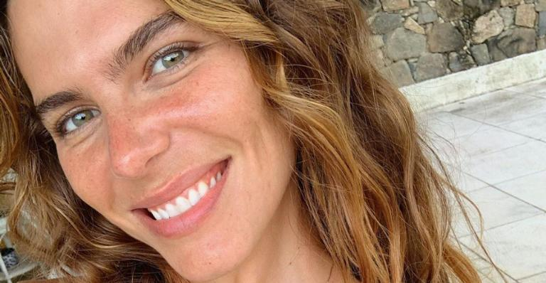 Mariana Goldfarb arrancou suspiros da web ao posar com look deslumbrante